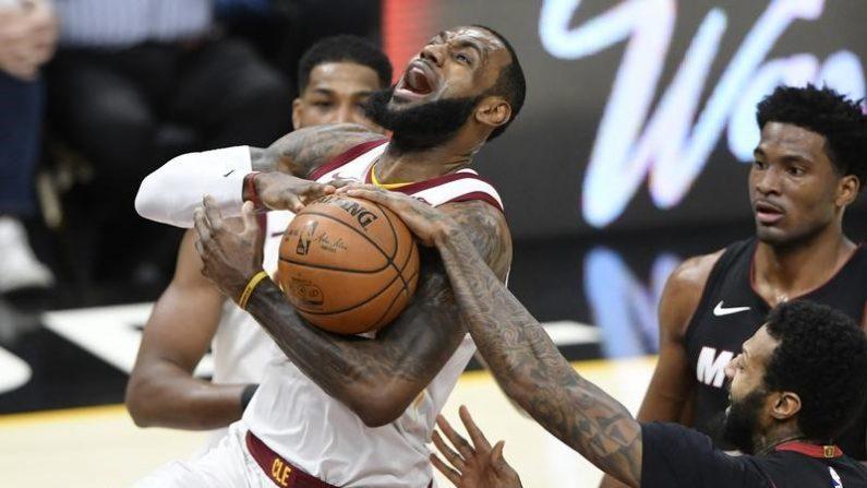 NBA=キャバリアーズ競り勝ち、ジェームズは24得点