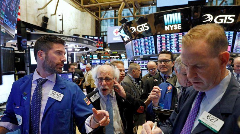 米国株式市場は大幅続落、S&Pとダウは調整局面入り