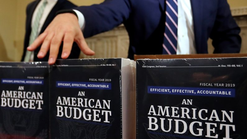 米予算教書、国防費拡大や「壁」建設費要求 社会保障などは圧縮