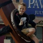 妹の誕生までガンと闘った9歳の少年
