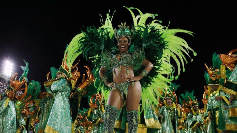 リオのカーニバル最高潮