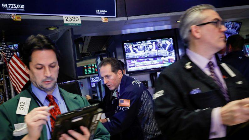 米国株はナスダック上昇、ダウとS&Pは輸入制限措置が重し