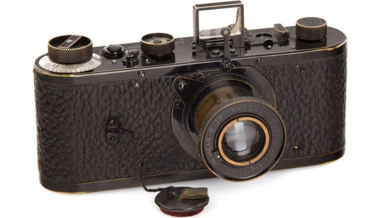 ライカのカメラ試作機に3億円 ウィーンで競売、最高額