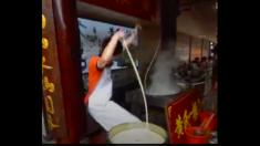 ラーメン1杯に麺は1本だけ? ローングな一本麺の麺職人のスゴ技!