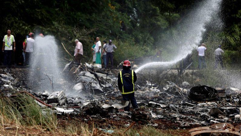 キューバ国内線墜落、100人超死亡か 生存者3人=国営TV