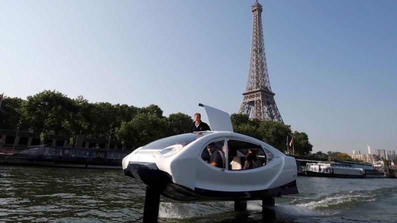 空飛ぶ水上タクシー「シーバブル」、パリのセーヌ川に登場