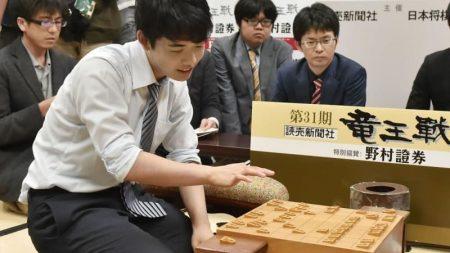 最年少、藤井七段が誕生 将棋、61年ぶり加藤九段抜く