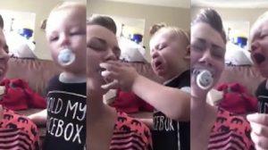 【育児】泣きまねしたママに、おしゃぶりを渡した心やさしき赤ちゃん