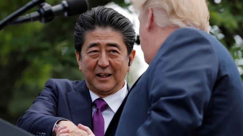 米大統領とあすの米朝会談の方針で綿密な擦り合わせ行った=安倍首相
