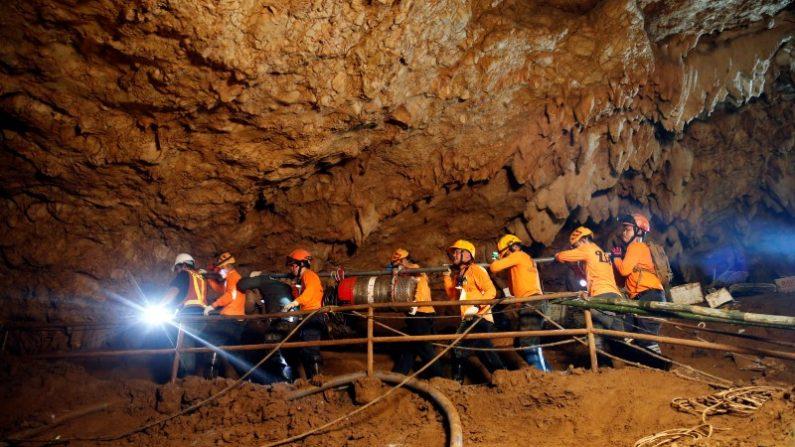 タイ洞窟の救出作戦成功、13人全員が生還