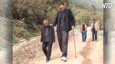 【ギネス】身長236cm 世界一背の高い男性に 長男誕生