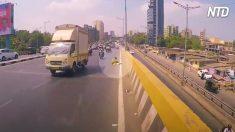 【レスQ】高速道歩行中に力尽きた老婆を発見したバイカー 説得し移送