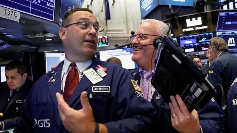 米国株式市場は反発、ハイテク大手が軒並み最高値