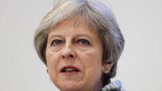 英首相、EU離脱関連法案巡り強硬派の修正受け入れる 下院で可決