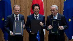 日欧EPA調印、「自由貿易前進の意思示す」と安倍首相