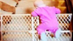 【大怪盗のような華麗な逃亡劇】ベビーベッドから脱出する赤ちゃん動画集