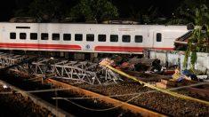 台湾で特急列車が脱線、死者18人 負傷者多数