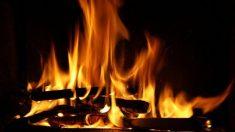 赤々と燃える炎。Netflixを使えば、テレビが「暖炉」に?