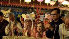 【動画ニュース】香港の新年風習 除夜に「頭炷香」を上げて幸運を祈る
