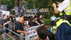 香港市民 返還22周年記念式典で抗議、警察当局が催涙スプレー噴射