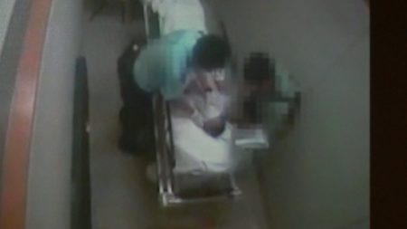 【動画ニュース】香港警官 病院の個室で62歳男性に暴行